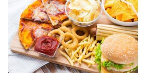 close-wooden-table-fast-food-snacks-on_afb2672a-0988-11e7-814d-775bded0c5ff